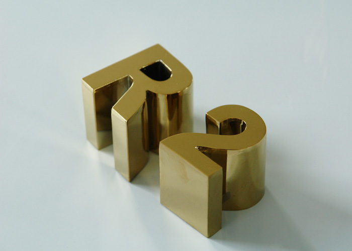 Gold-plated high-edge mirrored stainless steel letters